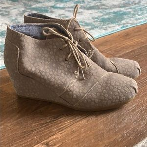 Toms High Dessert Wedge Bootie - Taupe Suede (W12)